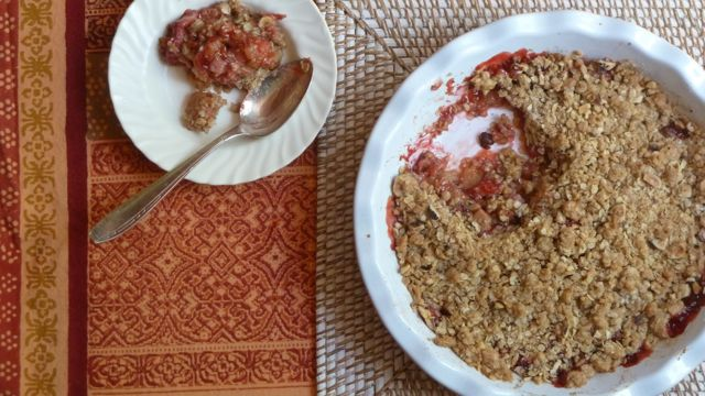 Rhubarb Strawberry Crisps