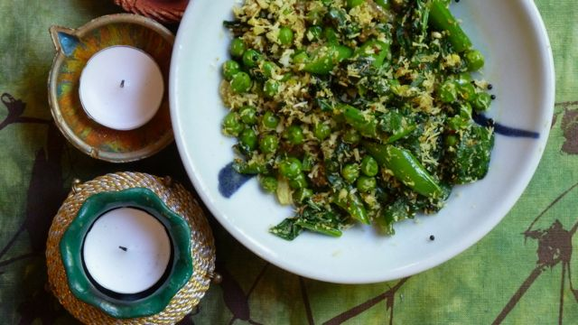 Indian spiced peas with coconut
